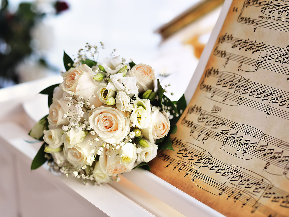 Bridal bouquet on the piano